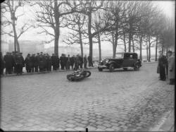 [Accident de voiture et de moto sur le quai Victor-Augagneur]