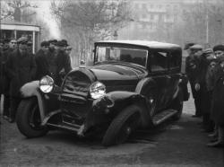 [Voiture Hotchkiss 411  Berline accidentée]