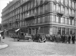 [Accident de voitures à l'angle de la rue de Bonnel et de la rue Pierre-Corneille]
