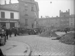 [Un accident de voiture au carrefour de l'avenue Félix-Faure et de la Grande rue de la Guillotière]