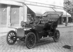 [Voiture Peugeot de type 71 ou 72 ou de type 81]
