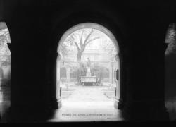 [Le Palais Saint-Pierre : entrée principale donnant sur la cour intérieure du musée de Lyon]