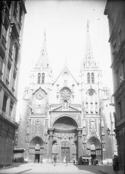 [L'Eglise et la place Saint-Nizier]