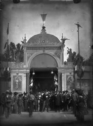[Entrée de l'Exposition universelle et coloniale, au parc de la Tête-d'Or, en 1894]