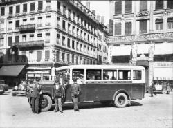 [Autocar urbain Rochet-Schneider desservant la ligne Jacobins - Place de la Croix-Rousse]