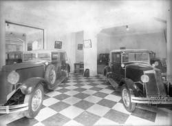 [Garage Renault : voitures en exposition]