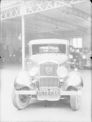 [Voiture Peugeot, modèle 301]