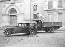 [Accident entre un camion de déménagement et une voiture, sur le quai Augagneur, devant le temple protestant]