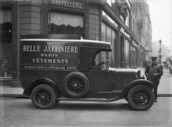 """[Voiture de livraison du magasin """"La Belle jardinière"""", 62 rue de la République, à Lyon]"""