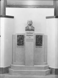 [Monument à Auguste Lumière, l'atrium de la clinique Lumière]