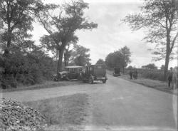 [Accident de voitures sur une route de campagne, à proximité de la Tour-de-Salvagny]