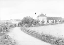 [Route à l'entrée du village d'Aigueperse]