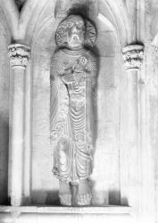 [Cathédrale Saint-Maurice à Vienne : statue de Saint Paul (XIIe siècle) placée dans le vestibule]