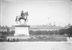 [Statue en bronze de Louis XIV, place Bellecour, à Lyon, 1825]