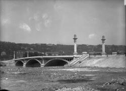 [Le Pont Pasteur en 1924]