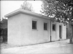 [Petit bâtiment]