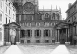 [La Cour du Palais Saint-Jean, ancien palais archiépiscopal]