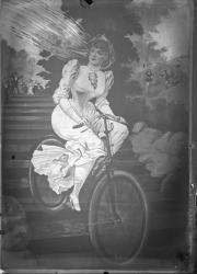 [Jeune mariée à bicyclette]