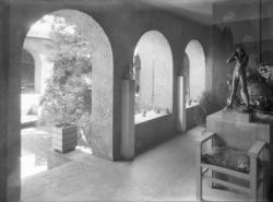 [Villa de Tony Garnier : terrasse couverte donnant sur le patio]