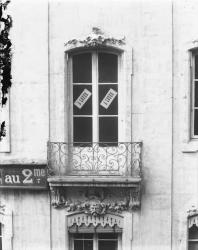 [Balcon d'un immeuble, rue du Puits-Gaillot]