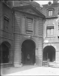 [Hôtel-Dieu de Lyon : porche de l'entrée principale]