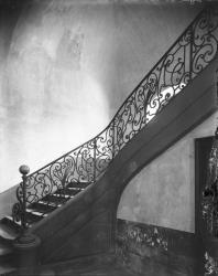 [Place Tolozan : montée d'escalier]