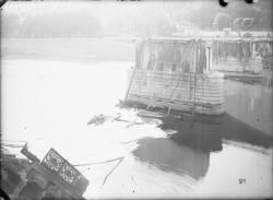 [Destruction des ponts de Lyon par l'armée allemande, 3 septembre 1944 : pont d'Ainay sur la Saône]