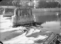 [Destruction des ponts de Lyon par l'armée allemande, 3 septembre 1944 : pont d'Ainay]