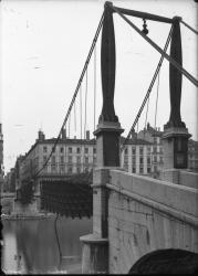 [Destruction des ponts de Lyon par l'armée allemande en septembre 1944 : passerelle Saint-Georges]
