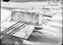 [Destruction des ponts de Lyon par l'armée allemande (1944) : pont Tilsitt]