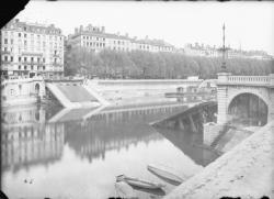 [Destruction des ponts de Lyon par l'armée allemande en septembre 1944 : pont La Feuillée sur la Saône]