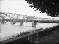 [Le Pont Vaïsse : rive droite]