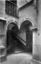 [Rue des Treize-Cantons (?) : Bas d'escalier]