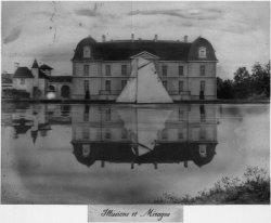 [Domaine de Lacroix-Laval : maison se reflétant dans l'eau]