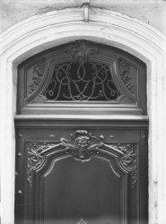 [6, rue Sainte-Marie des Terreaux : porte et imposte]