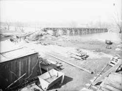 [Construction d'un pont supportant une canalisation. Canal de Jonage (?)]