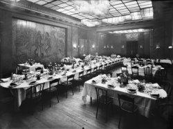 [Restaurant Berrier et Milliet, place Bellecour : tables dressées dans la nouvelle salle des fêtes]