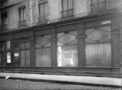 [Devanture de la maison Casset (Henri Courtinat), rue Palais-Grillet]