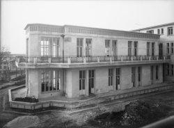 [L'Hôpital de Grange-Blanche : vue sur un pavillon en cours de construction]