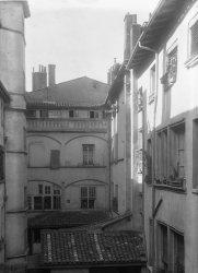 [L'Hôtel de Gadagne : façade Nord sur cour]