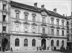 [La Banque de France, rue de la République]