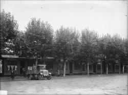"""[Foire internationale de Lyon : stand des """"Ateliers de construction électrique Delle""""]"""