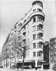 [Immeuble appartenant au Crédit à l'Epargne (Paris) : immeuble moderne d'angle boulevard Exelmans]