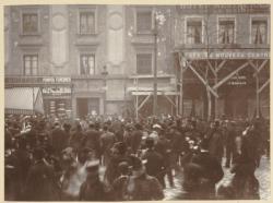 [Tirage au sort des conscrits devant la mairie de la Guillotière, le 6 février 1901, à 11 heures du matin]