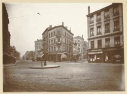 [Le Carrefour de la rue Moncey et de l'avenue de Saxe, vers 1930]