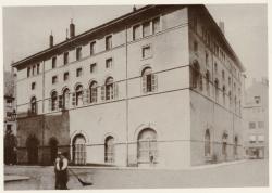 [Quartier Grôlée avant sa démolition : le Mont-de-Piété, place Confalon]