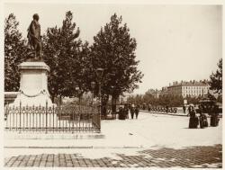 [Place Tolozan : statue du maréchal Suchet]