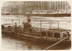 [Ancien bateau-mouche, sur la Saône, au niveau des quais Fulchiron et Maréchal Joffre]