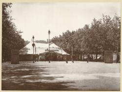 [Le Cirque de Paris, sur le cours de Verdun, vers 1930]