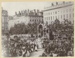 [Le Reposoir de la Fête-Dieu, place Bellecour, vers 1870-1875]